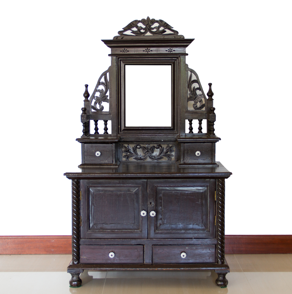 Paid website for antique furniture dealer